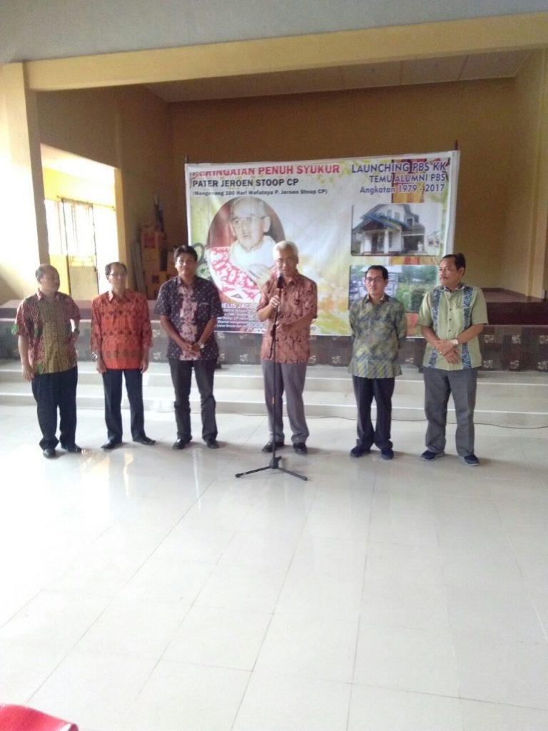 Mgr. Pius Riana Prapdi bersama Pengurus PBS Keuskupan Ketapang periode 2018 -2021